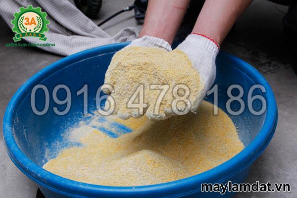 Cám ngô nghiền bằng máy nghiền mùn cưa, cám ngô 3A7,5Kw