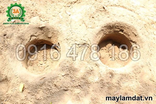 Hố đất khoan bằng Máy khoan đất trồng cây chạy điện 3A